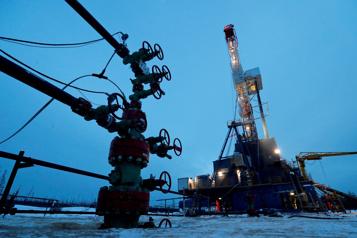 Le pétrole cale sous l'effet de prises de bénéfices)