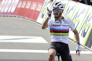 Julian Alaphilippe remporte la Flèche wallonne)