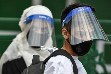Le bilan de la pandémie dans le monde: plus de 584 000 morts)