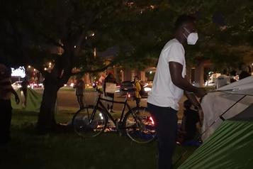 Sit-in à Montréal pour les travailleurs essentiels demandeurs d'asile)