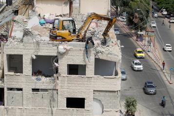Frappes aériennes sur Gaza Israël riposte àdes lancers deballons incendiaires)