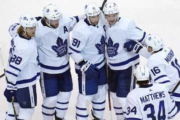 Les Leafs réussissent une improbable remontée)