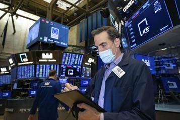 Le FMI met en garde contre la prise de risques excessifs sur les marchés)