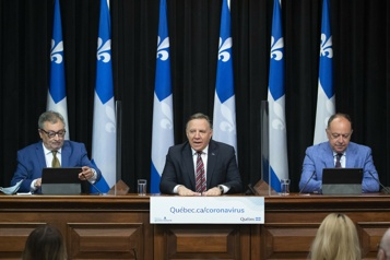 Legault : « On est en train de passer au travers de la troisième vague » )