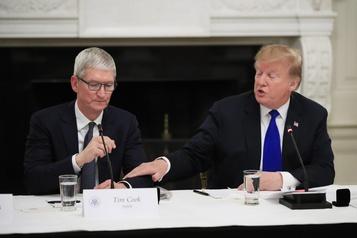 Tuerie de Pensacola: Trump demande à Apple de déverrouiller des iPhone
