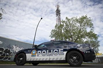 Une tour de télécommunication incendiée à Montréal)