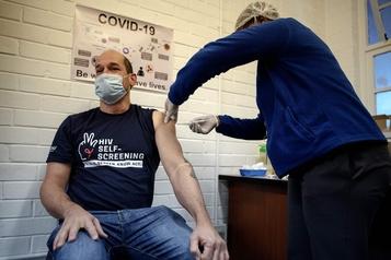 L'OMS s'inquiète de l'accélération de l'épidémie de COVID-19 en Afrique)
