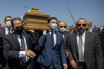 Explosion à Beyrouth: démission en série de députés)