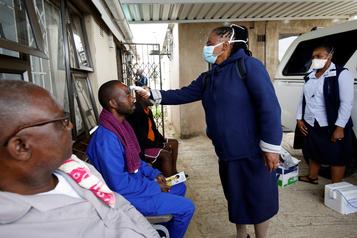 COVID-19: l'OMS s'inquiète d'une pénurie de moyens de lutte en Afrique)