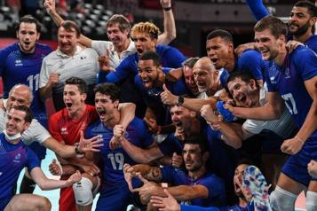 Les volleyeurs français tiennent leur première médaille et la veulent en or)