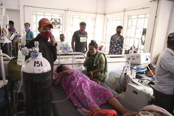 315000 nouveaux cas en 24h L'Inde atteint un record mondial)