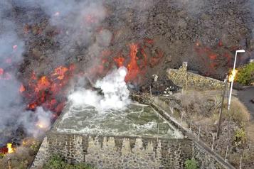 Éruption aux Canaries La lave descend vers la mer, des gaz toxiques redoutés)