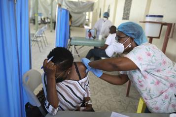 Peu affectée par la COVID-19, Haïti peine à vacciner sa population