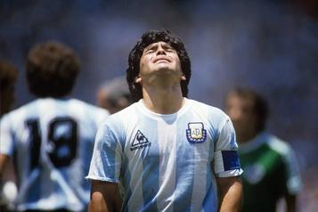 Les réactions à la mort de Maradona)