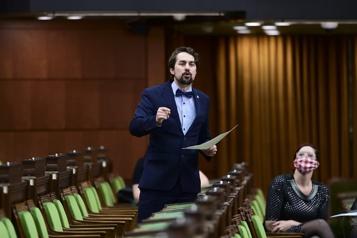 Député libéral nu devant la caméra Un député bloquiste admet avoir pris la photo)