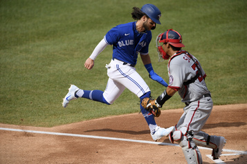 Les Nationals battent les Blue Jays)