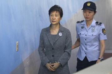 La peine de l'ex-présidente sud-coréenne réduite en appel de 10ans )