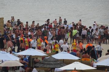 Belgique Émeute sur une plage à cause des mesures imposées contre la pandémie)