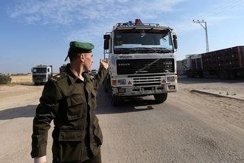 Israël ferme le point d'entrée des marchandises vers Gaza)