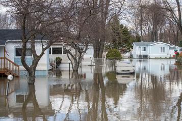 Inondations à Sainte-Marthe: les citoyens frappent un obstacle