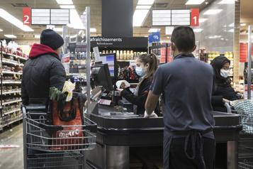 Pandémie de COVID-19 Les bas salariés plus touchés par le chômage)