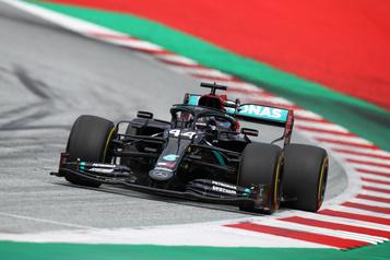 Première victoire de la saison pour Lewis Hamilton )