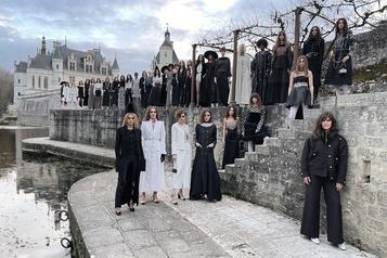 Filmé au château de Chenonceau Chanel présente un défilé en ligne)
