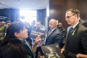 Loi 40: des enseignants apostrophent le ministre Roberge