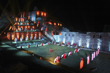 Le site du Machu Picchu rouvre après 8mois de fermeture)