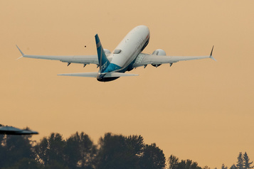 Boeing 737 MAX : le chef de l'aviation américaine « a apprécié » son vol test)