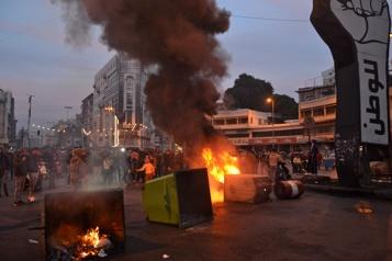 Liban: 45 blessés lors d'une manifestation nocturne contre le confinement)