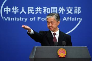 La Chine promet une «riposte» si les États-Unis expulsent ses journalistes)