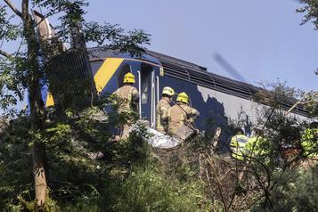 Un déraillement de train fait trois morts en Écosse)