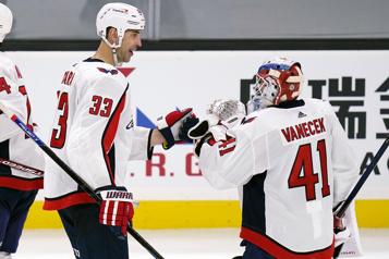 Zdeno Chara salue son retour à Boston avec une victoire des Capitals)
