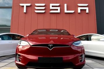 Tesla devient l'entreprise la plus chère en Bourse du secteur automobile)