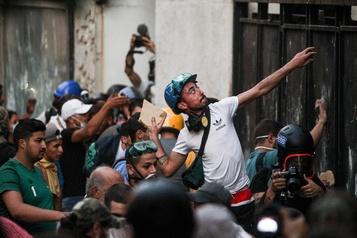 Une semaine après le drame, la rue libanaise en guerre contre ses dirigeants)