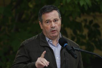 Alberta Jason Kenney approuve l'expulsion de deux députés de son caucus)