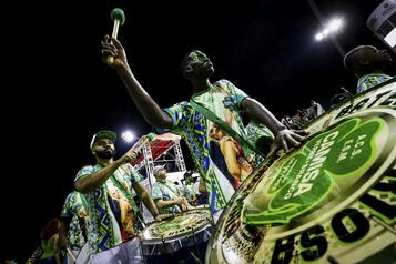COVID-19 au Brésil: Sao Paulo reporte son carnaval2021)