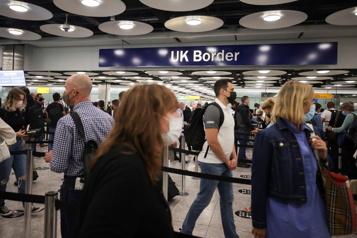 Voyageurs vaccinés L'aéroport d'Heathrow testera les files rapides)
