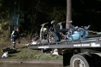 Texas Des régulateurs enquêtent sur l'accident d'une Tesla apparemment sans conducteur)