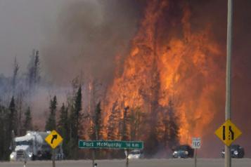 Ottawa investit dans un nouveau réseau de recherche sur les incendies de forêt)