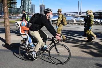 COVID-19: Melbourne impose un couvre-feu pour freiner la propagation)