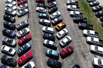 Le marché automobile s'effondre au Canada)