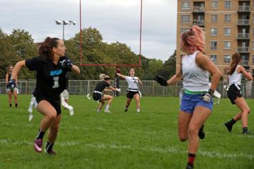 Sports universitaires Le flag-football féminin s'invite à l'université)