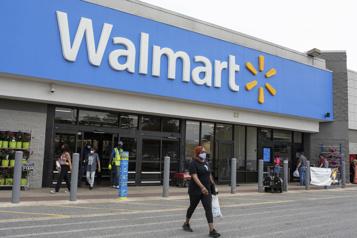 Aux États-Unis, Walmart et Costco renoncent au masque obligatoire)
