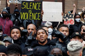 Boxe: Anthony Joshua manifeste pour combattre le «virus» du racisme)