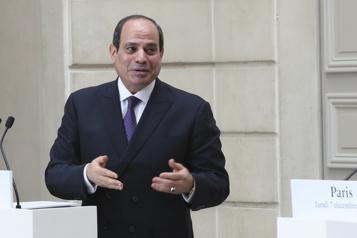 L'Égypte envoie de l'aide à Gaza et promet de financer la reconstruction)