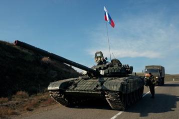 La Russie annonce le retrait de ses troupes près de l'Ukraine)