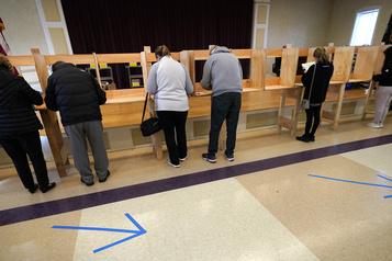Le patronat appelle les Américains à respecter le processus électoral)