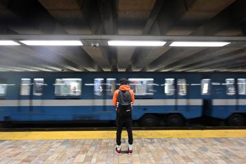 Infiltration d'eau Arrêt de service sur la ligne orange du métro )